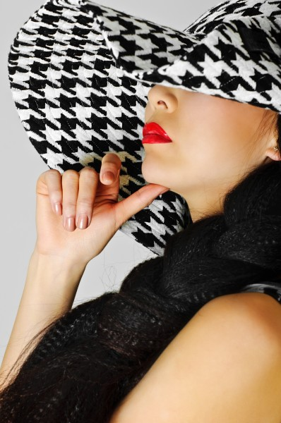 red lips and white black hat